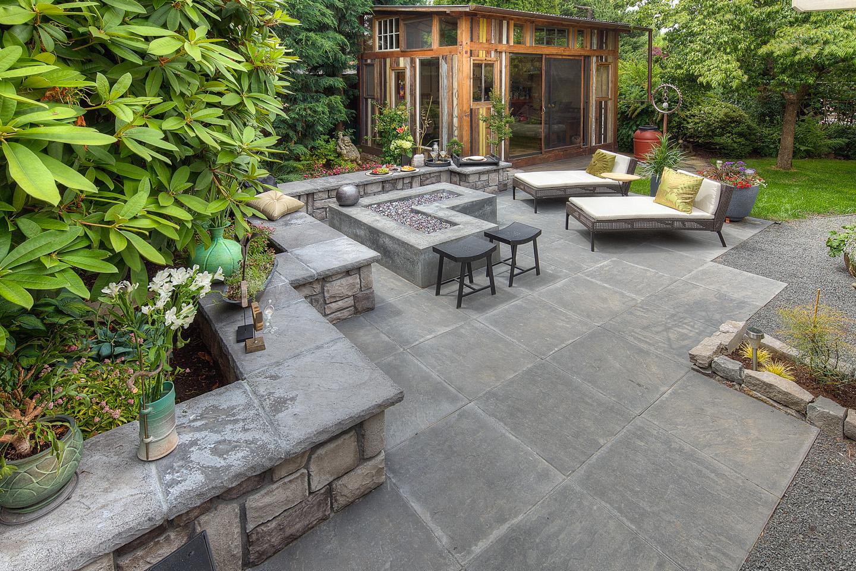 Modern Backyard Firepit w/Seat walls