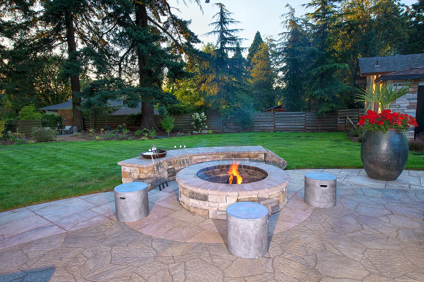 Lower firepit with seat walls