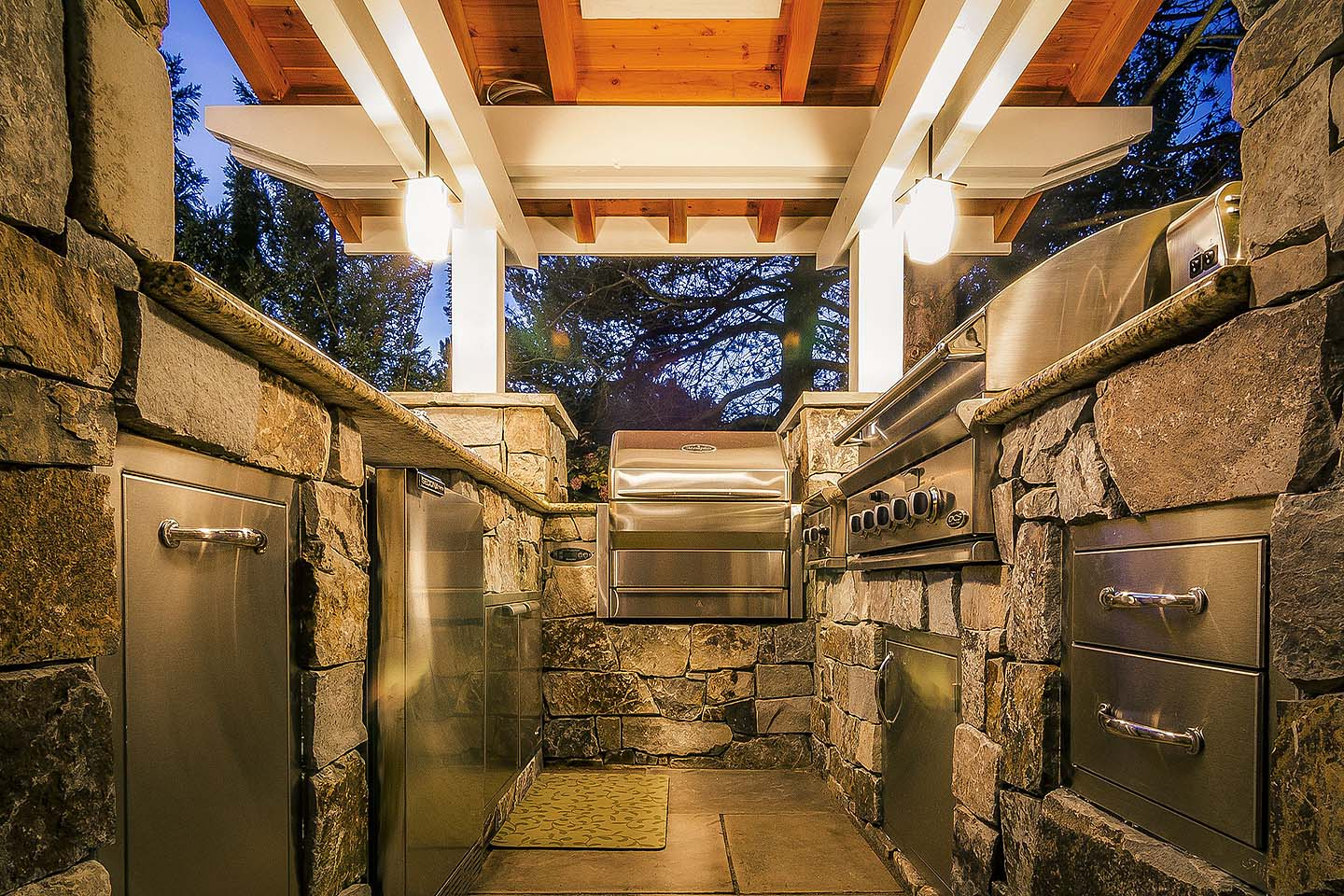 Galley Outdoor Kitchen w/Every Amenity