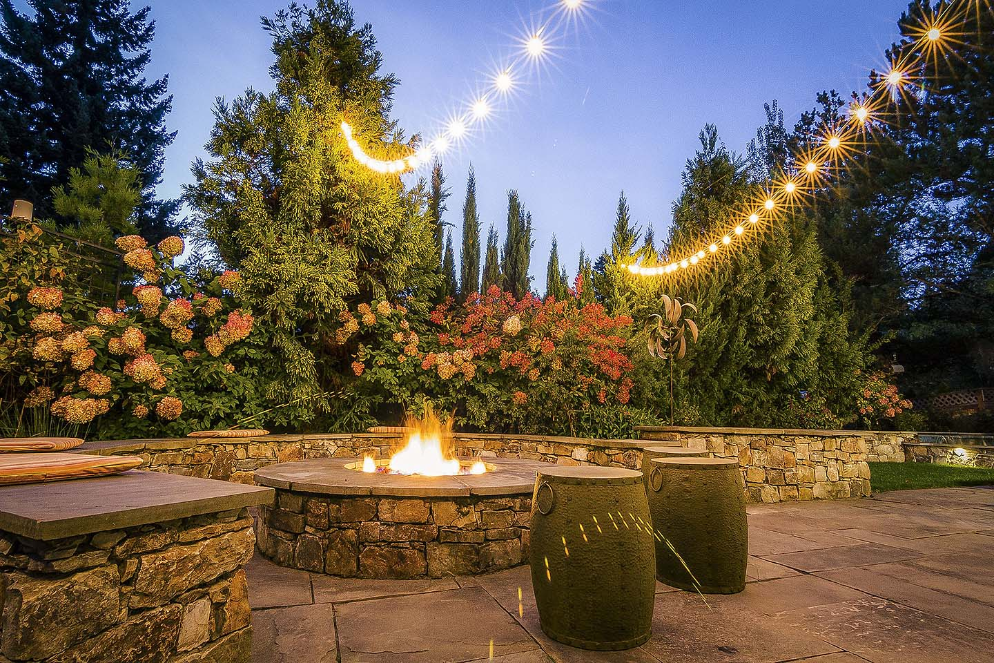 Firepit with circular seatwalls
