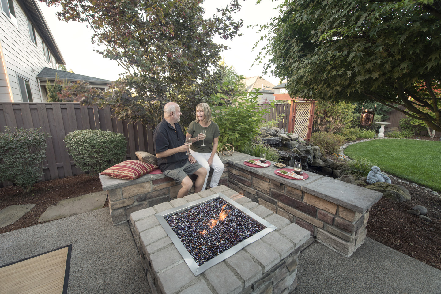 Backyard Firepit w/Seat walls