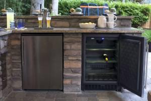 Outdoor Kitchen w/beer tap & wine cooler
