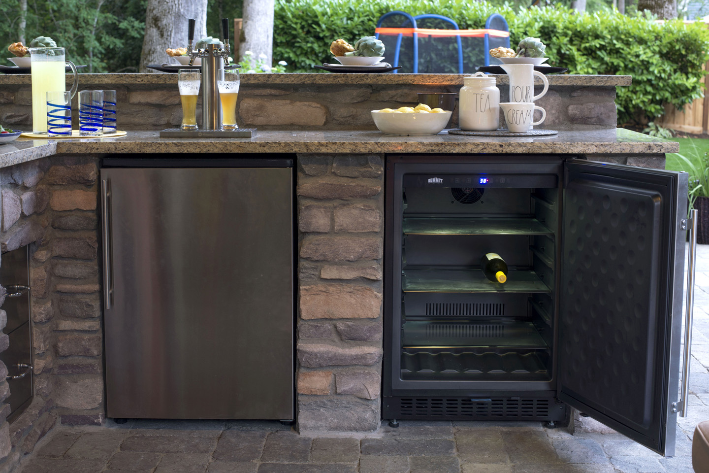 Outdoor Kitchen w/beer tap & wine cooler