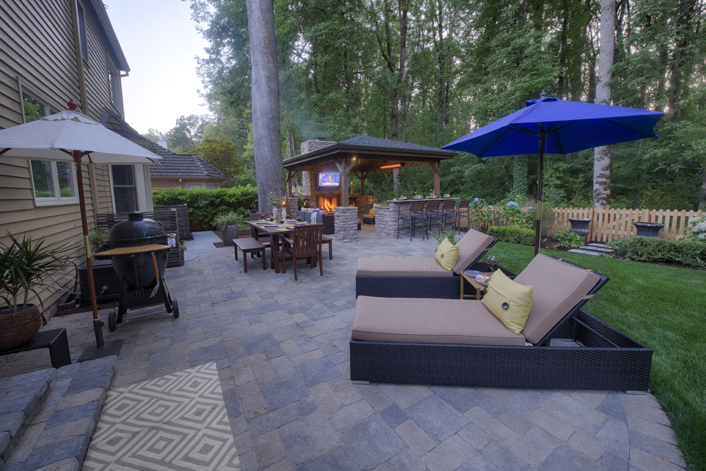 Hardscape Patio with Dining area & loungers
