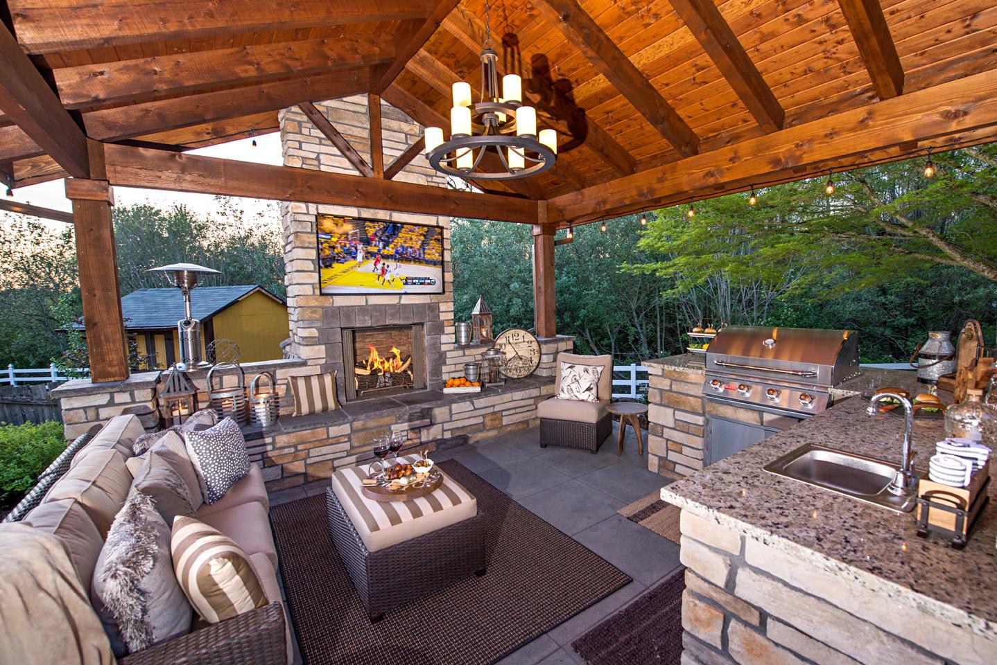 Fireplace w/seat wall