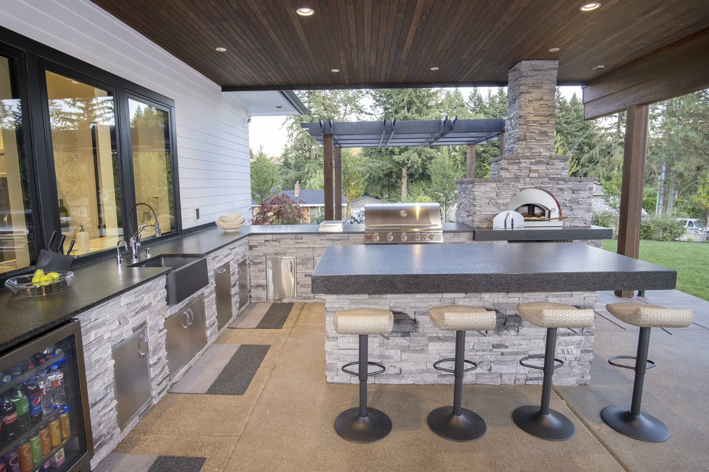 Outdoor Kitchen Bar & Utility Island