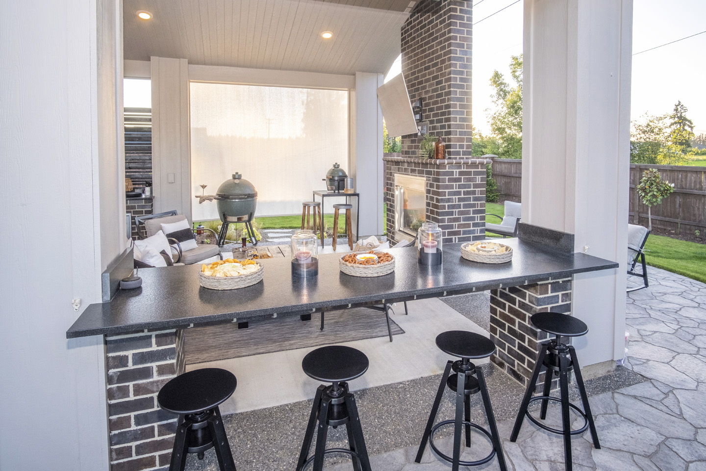 Open Bar in Outdoor Kitchen